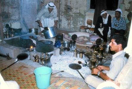 04 Ibrāhīm al-Muṣṭafā roasting the beans