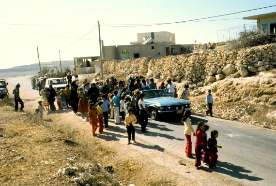 12 The car heads to Abu-Ḏiyāb's